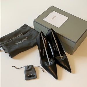 Tom ford pumps. I normaly wear 38.